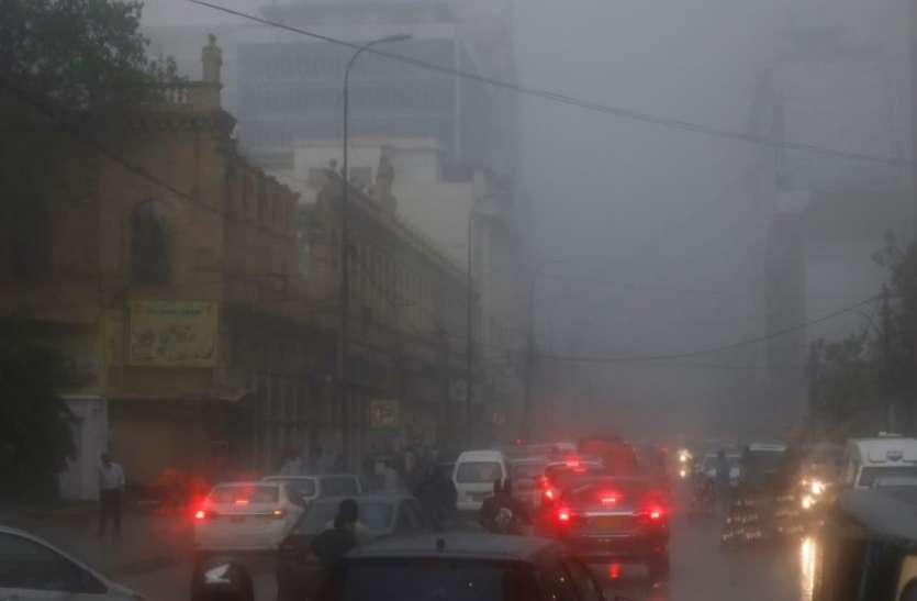 Cyclone Tauktae : पाकिस्तान के कराची में मची तबाही, चार की मौत, पीएम मोदी आज गुजरात का करेंगे दौरा