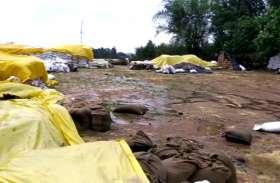 ताऊते का असर- जिले के कई क्षेत्रों में झमाझम बारिश, खरीदी केंद्रों में खुले में रखा हजारों क्विंटल गेहूं भीगा