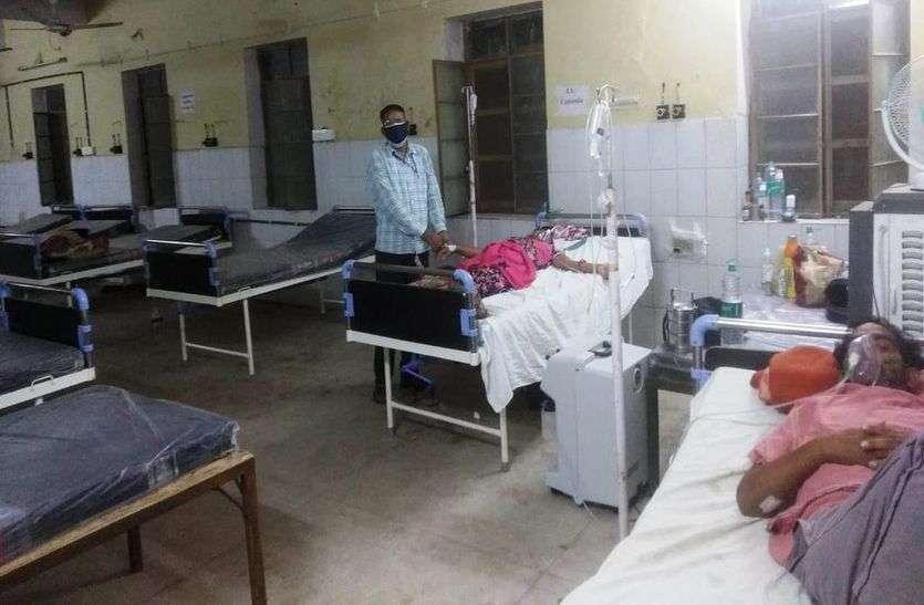 अस्पताल से स्वस्थ होकर घर लौट रहे मरीज