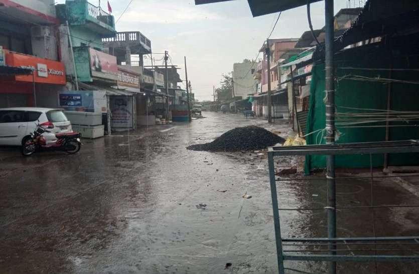 लगातार हो रही बारिश से जनजीवन प्रभावित, निचले इलाकों में भरा पानी, उमस बढ़ी