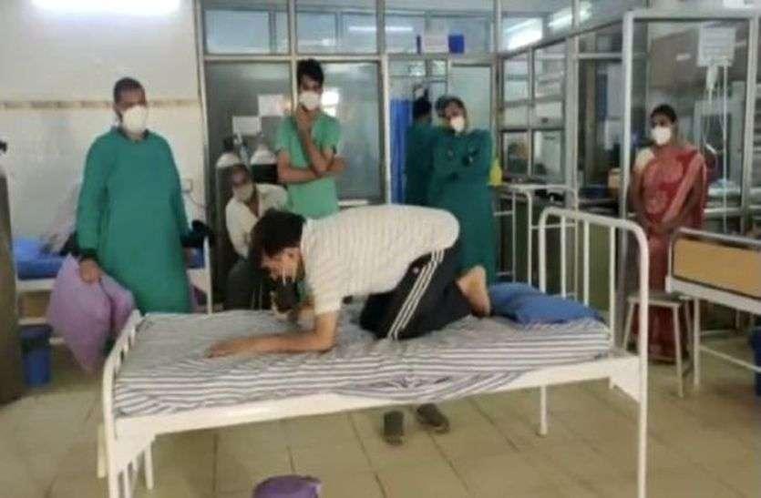 मरीजों को योग व भजन की खुराक
