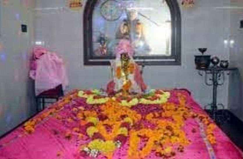 प्रसाद नहीं इस मंदिर में चढ़ती है सिगरेट, 400 साल से चली आ रही परम्परा