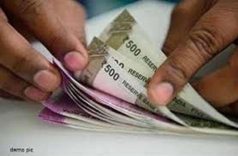 Bribe case : घूस के लिए 22 माह से रोक रखा था वेतन