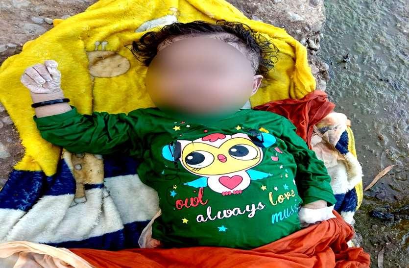 मानवता शर्मसार, यूपी की परंपरा का हवाला देकर आठ महीने की बच्ची का शव नाना ने शिवनाथ नदी में बहाया