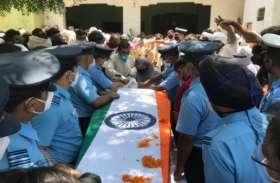 शहीद स्क्वाड्रन लीडर अभिनव चौधरी को अंतिम विदाई देने उमड़ा जनसैलाब, भारत माता के जयघोष से गूंजा गांव