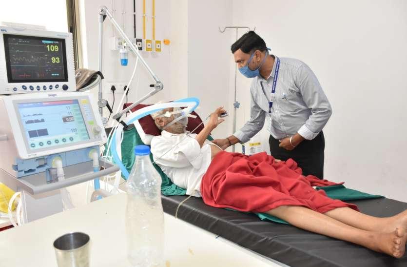 Corona warriors:  डेढ़ वर्षों से नहीं लिया डॉ पंकज ने कोई अवकाश, कोरोना संकमितों के इलाज में लगे