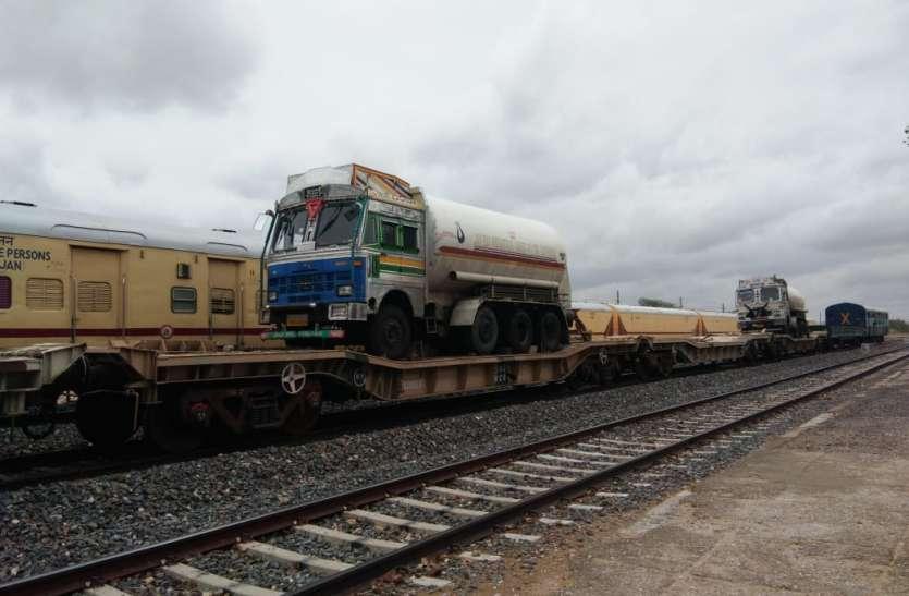 खराब मौसम के बावजूद ऑक्सीजन स्पेशल ट्रेन को रिकार्ड समय में पहुंचाया