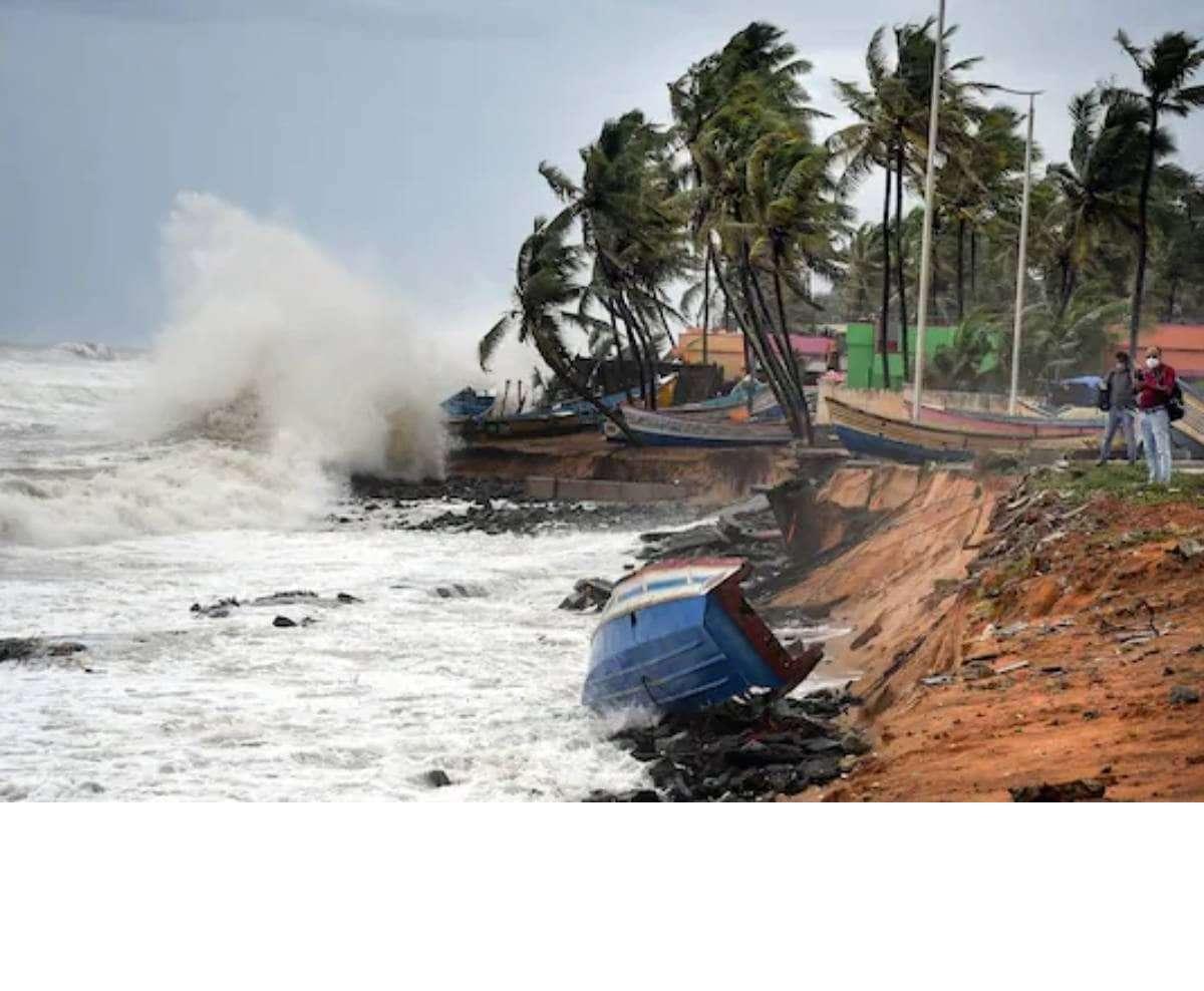 West Bengal: 8 लाख लोगों को सुरक्षित ठिकाने पर पहुंचाया गया, रात भर सचिवालय से चक्रवाती तूफान पर निगरानी करेंगी मुख्यमंत्री