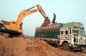 ठेका निलंबित फिर भी केन और धसान नदी से रोज निकाली जा रही लाखों रुपए की रेत