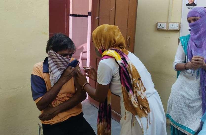 कोरोना वैक्सीनेशन : बॉर्डर के ब्लॉक पिछाड़ी तो धोरीमन्ना, शिव अगाड़ी