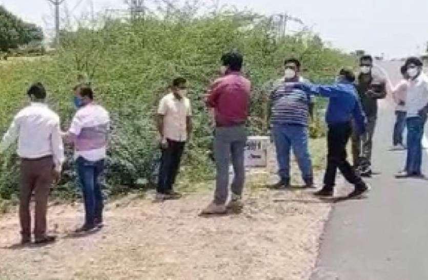 अधिकारियों व जनप्रतिनिधियों ने देखा नैनवां के तालाबों का केचमेंट एरिया