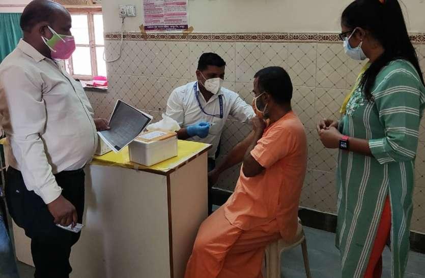आश्रय स्थलों में रहने वालों का हुआ टीकाकरण