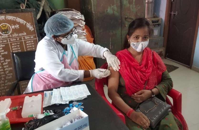 वन विभाग के करीब चार सैकड़ा लोगों ने लगवाया टीका