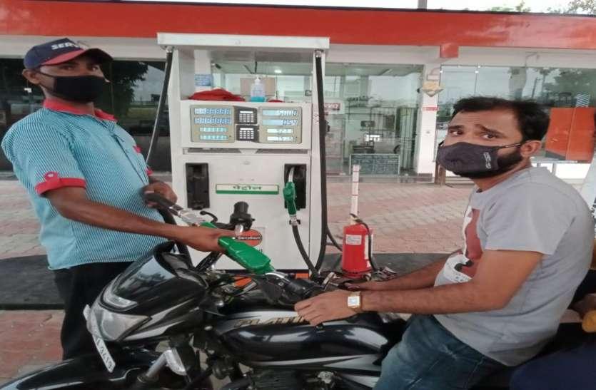 पेट्रोल-डीजल के दाम में बढ़ोतरी से लोगों में भारी नाराजगी