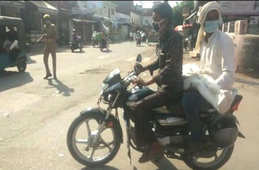 शव वाहन न मिलने से बाइक पर बेटे का शव लेकर पहुंचा पिता, वीडियो हुआ वायरल