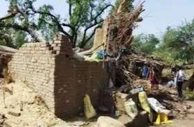 आंधी और बारिश ने फतेहपुर में बरपाया कहर, बिजली पोल व पेड़ उखड़े, मकान गिरने से एक मौत, महिला गंभीर