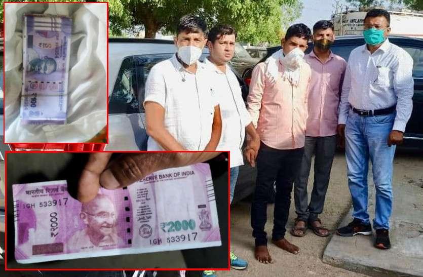खरीदार बन सात दिन एसओजी करती रही चेट, 35 हजार देकर 1 लाख पर सहमति बनी, 24 हजार 200 रुपए के नकली नोट बरामद