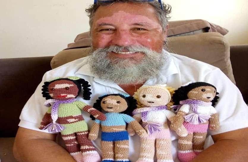 बच्चों की खुशी के लिए बनाते हैं उनकी जैसी गुड़िया