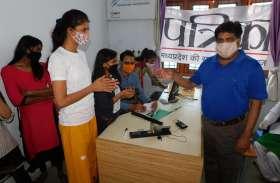 वैक्सीनेशन : कोरोना से लडऩे छात्राओं ने लगवाई वैक्सीन, कहा- दूसरों को भी करेंगे प्रेरित