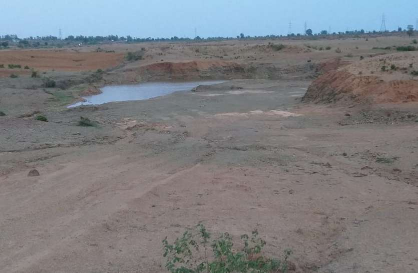 Mining: बारिश में भी नहीं थम रहा रेत का खनन और परिवहन