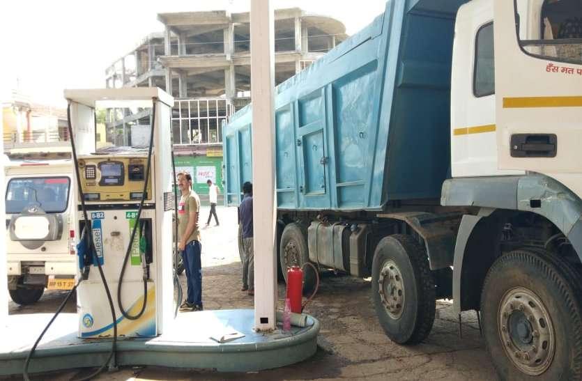 पेट्रोल के साथ डीजल के दामों में भी हो रही लगातार वृद्धि
