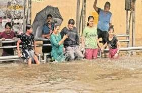मुंबई तर-ब-तर: लोकल रुकी, बसों के रूट बदले