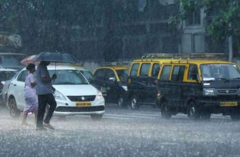Mumbai rains Live updates: Heavy rainfall lashes Mumbai as monsoon arrives two days ahead of onset date