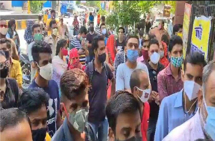भीलवाड़ा शहर में वैक्सीन को लेकर युवाओं की उमड़ी भीड़
