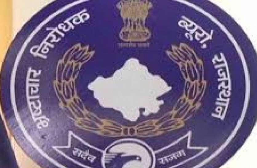 मेडिकल कॉलेज का मुख्य लेखाधिकारी 50 हजार रिश्वत लेते गिरफ्तार