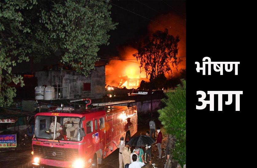 भोपाल की दो फैक्ट्रियों में भीषण आग, 25 दमकलों ने आग पर काबू पाया