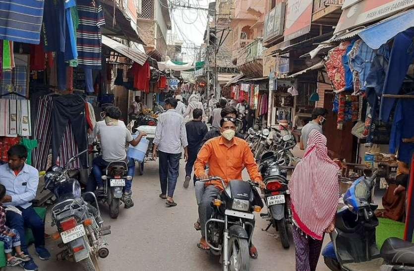 अनलॉक से खुले बाजारों में लौटी रौनक, लोगों में दिखी बेपरवाही