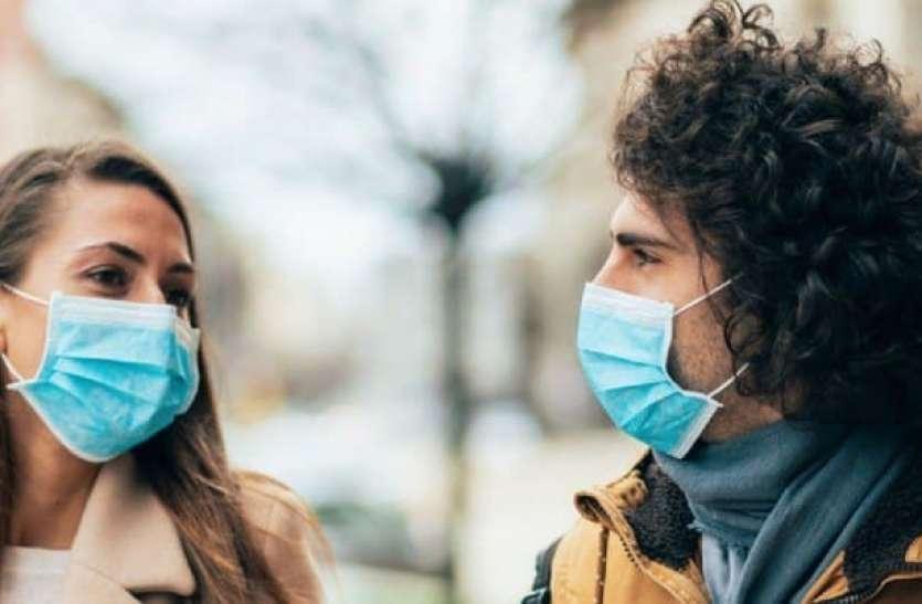 रिपोर्ट: घर में भी पहनें मास्क, बोलते समय निकली थूक की बूंदों में होते हैं कोरोना के वायरस