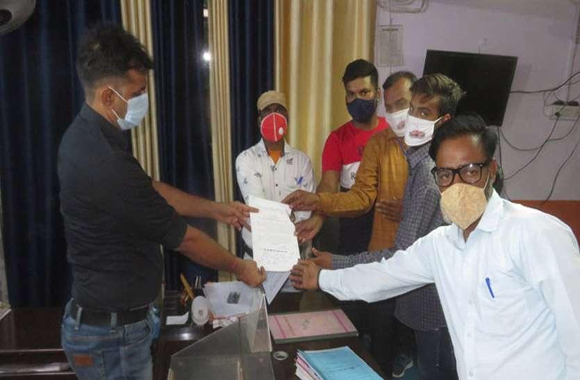 सफाई कर्मचारियों ने आयुक्त को सौंपा ज्ञापन, स्थाईकरण व वेतन नियतन की मांग