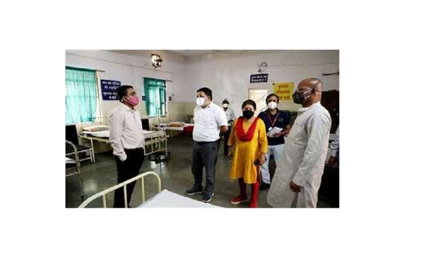 सामुदायिक स्वास्थ्य केंद्र का निरीक्षण करते बड़वारा विधायक विजय राघवेंद्र