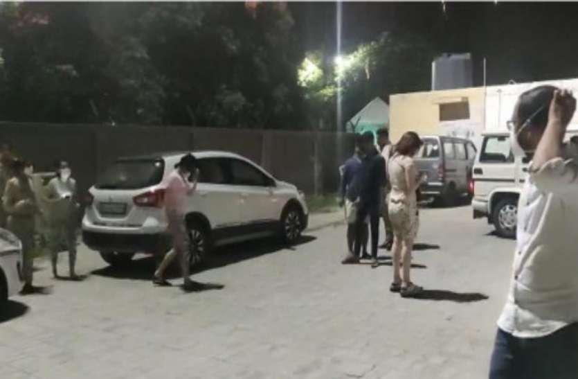 फार्म हाउस में पूल पार्टी कर रहे थे 16 युवक-युवतियां, तभी पहुंच गई पुलिस, फिर जो हुआ...