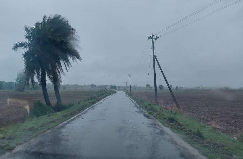 साढ़े 11 घंटे हुई बारिश ने डाला खेती कार्य में रूकावट, निचले इलाकों में भरा पानी