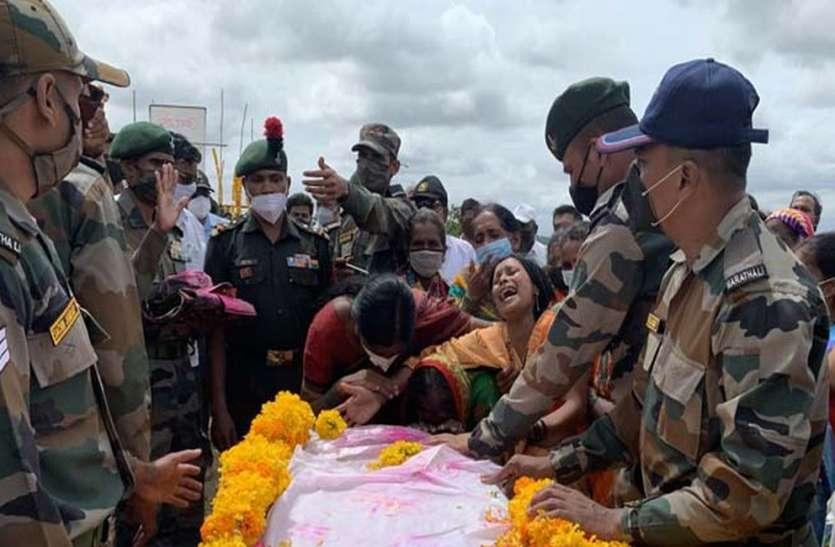 शहीद दशरथ पाटील को अंतिम विदाई