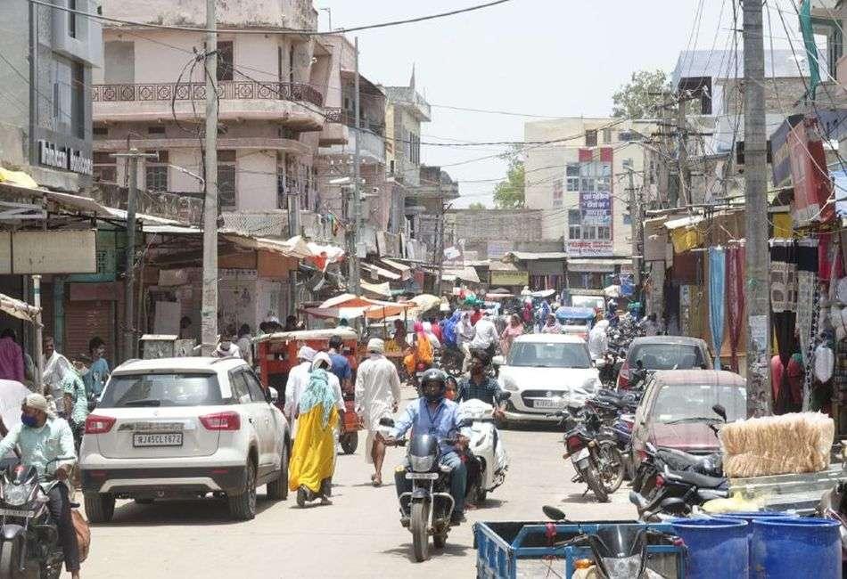दौसा: वीकेंड कफ्र्यू से पूर्व बाजारों में उमड़ी भीड़, दो दिन बंद रहेंगे बाजार