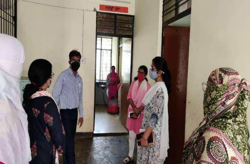 महिलाओं और किशोर-किशोरियों का वैक्सीनशन न कराए जाने पर भड़कीं:उप निदेशक
