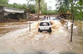 ठेकेदार की लापरवाही का खामियाजा भुगत रहे नागरिक, जबलपुर अमरकंटक राजमार्ग में लगा जाम