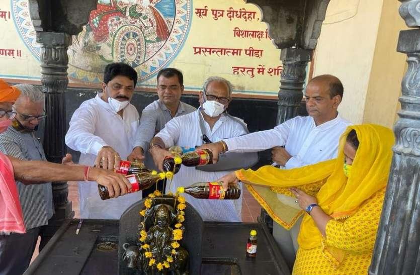 शनिदेव के जन्मोत्सव पर मंदिरों में तेलाभिषेक