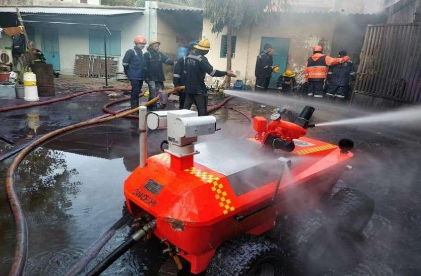 Ahmedabad: स्याही बनाने वाली फैक्ट्री में भीषण आग, 3 फायरकर्मी झुलसे