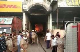 साप्ताहिक कर्फ्यू के बीच फर्नीचर शोरूम के वर्कशॉप में भीषण आग