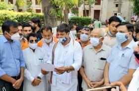 VIDEO: ब्यूटी पार्लरों में पुरुषों के काम करने के विरोध में उतरे हिन्दुवादी संगठन