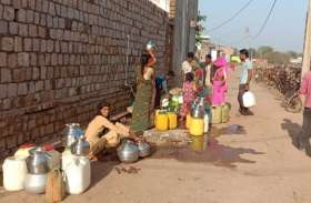 खरीद कर पीना पड़ रहा आदिवासी समुदाय को पानी