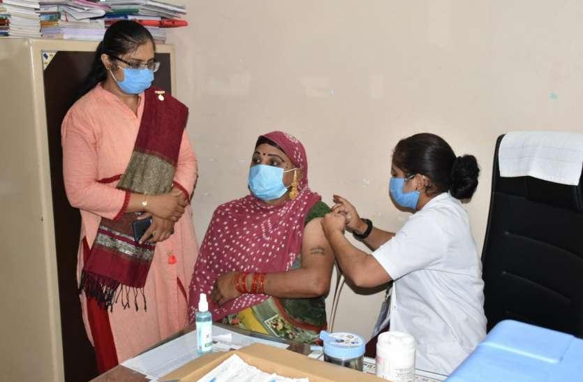 Gujarat: गुजरात में 2 करोड़ से ज्यादा लोगों को दी गई कोरोना वैक्सीन, देश में सबसे आगे