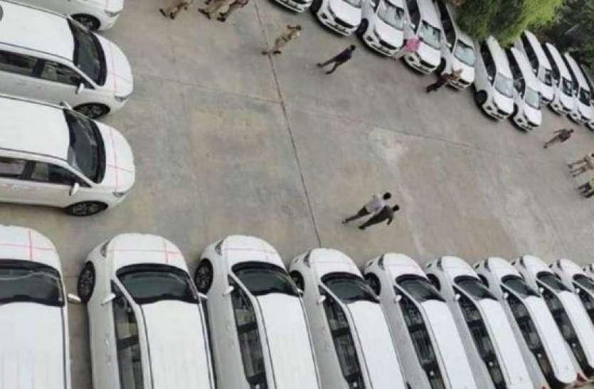 तेलंगाना सीएम ने कोरोना के बीच IAS अधिकारियों के लिए खरीदीं 32 लग्जरी कारें, विपक्ष ने बोला तीखा हमला