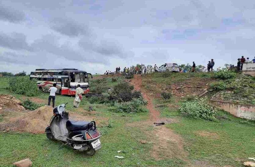यात्रियों से भरी बस दुर्घटनाग्रस्त, यात्री इंदौर से जा रहे थे प्रयागराज