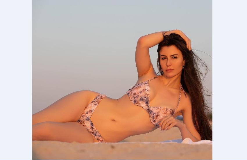 giorgia_andriani_bikini_pics.png