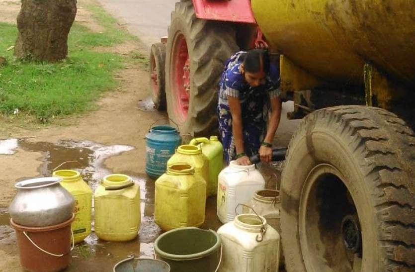 पेयजल समस्या से परेशान नंद गांव के ग्रामीण, टैंकर से पानी परिवहन की सुविधा बंद